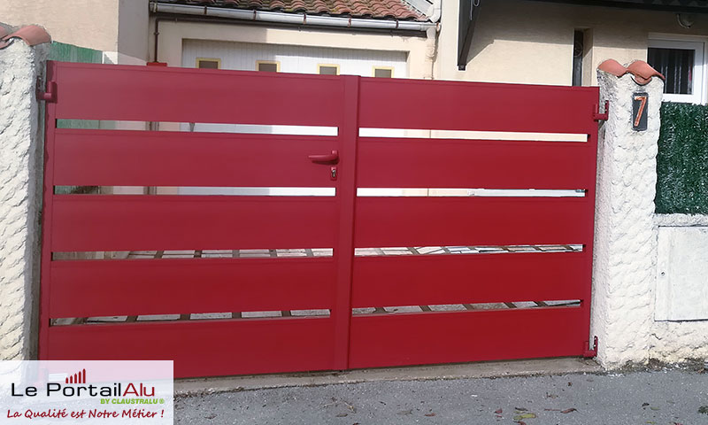 portail rouge RAL 3004